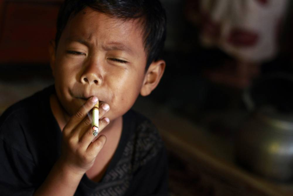 children and smoking The children are 2 years old, 3 years old and 18 months old, according to arrest warrants officials believe pearson and little caused and encouraged the children to smoke marijuana.